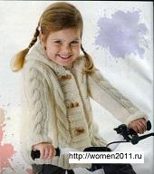 detskiy_belyy_zhaket_s_kapyushonom-section-spicami-vyazanie_spicami_-_kofty_shemy_modeley